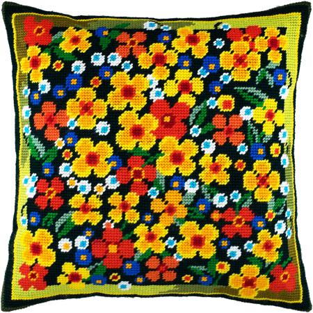 "Набор для вышивания Подушка ""Цветы на лужайке"""